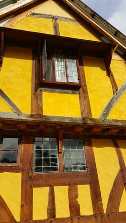 Traditional Timber Frame with wattle and daub walls and clay render built by Rob Hadden